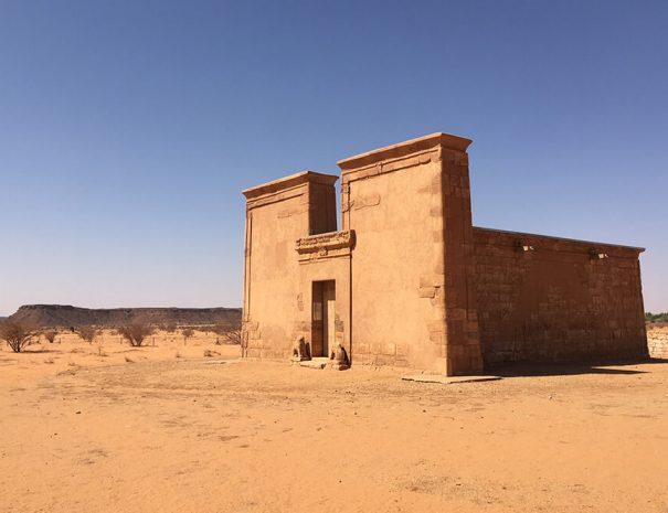 the-kingdoms-of-the-desert-01